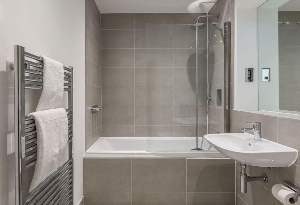athena-court-bathroom