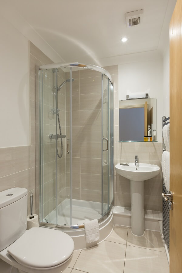 House of Fisher Stanshawe Court, Reading Serviced Apartment Bathroom after refurbishment