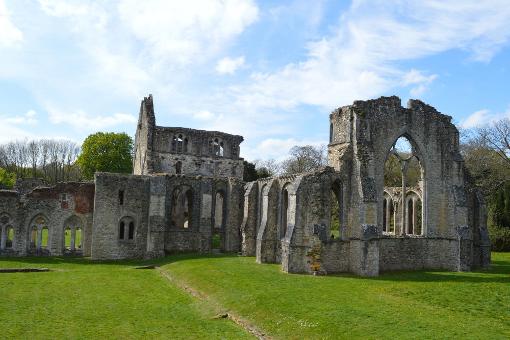 Visit Abbey Ruins when staying at Reading with House of Fisher