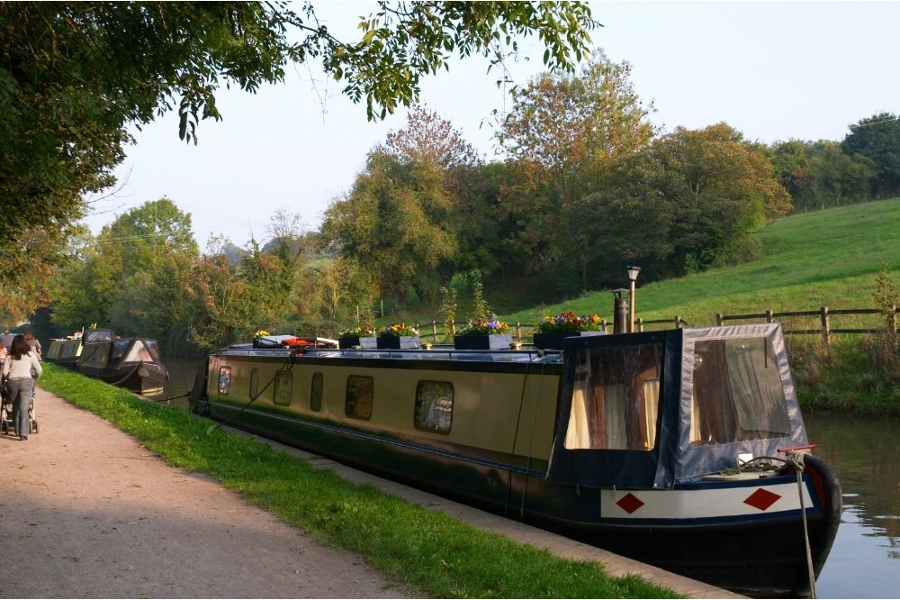 Hire a barge at Kennet and Avon Canal