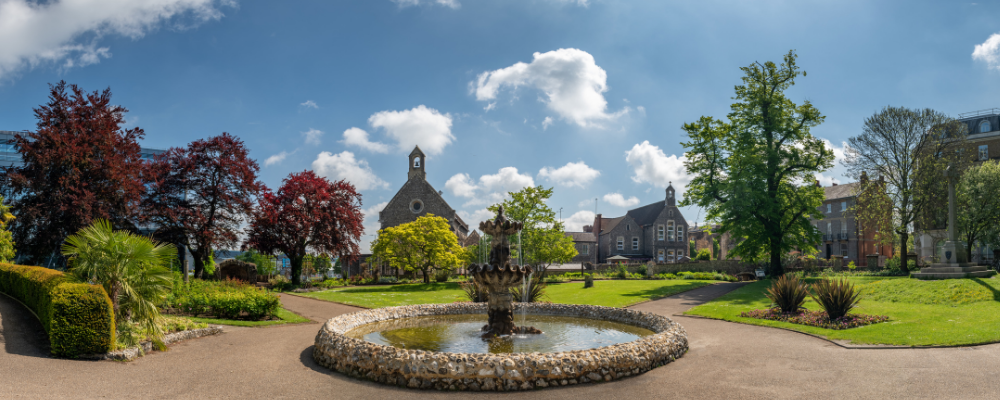 Have a picnic at Forbury Gardens when staying at Reading with House of Fisher