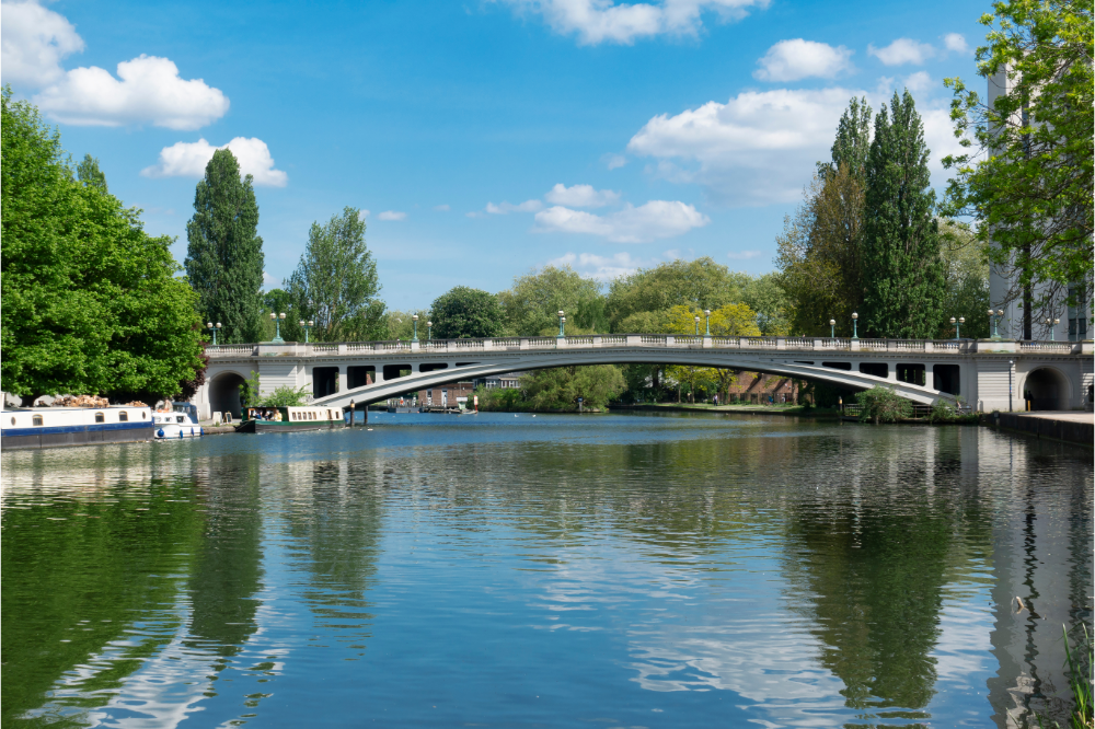 Take a river cruise down the Thames when staying at Reading with House of Fisher